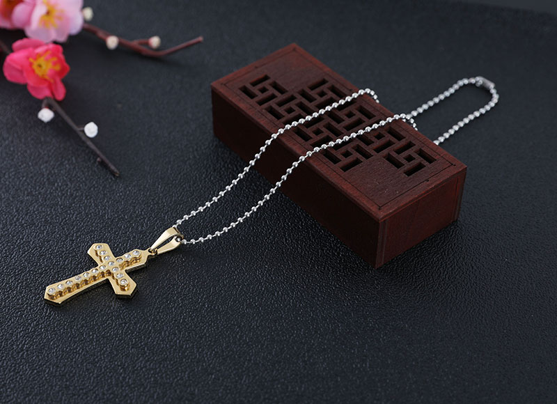 Cross pendant rosary necklace