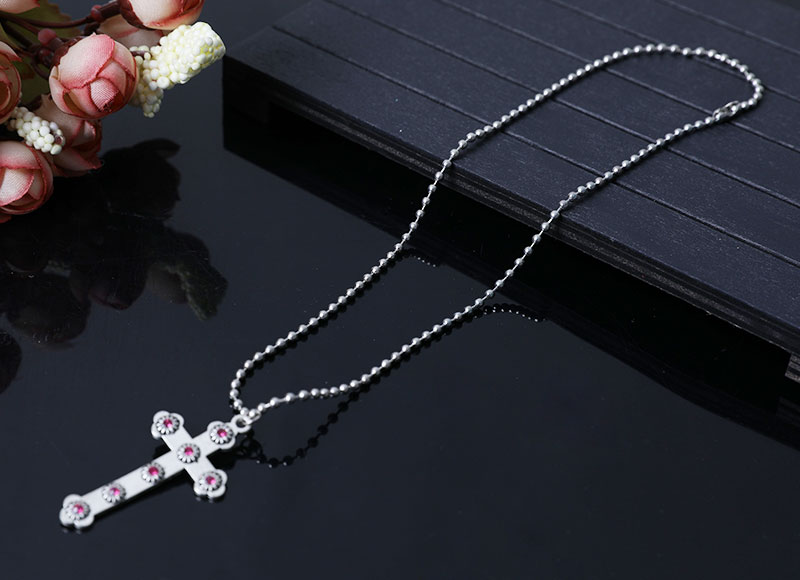 chain necklace with cross